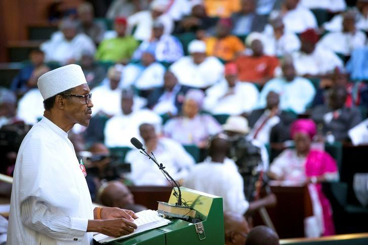 Nigeria's President Muhammadu Buhari presents the 2017 National Budget to the National Assembly in Abuja, Nigeria December 14, 2016. REUTERS/Stringer/File Photo
