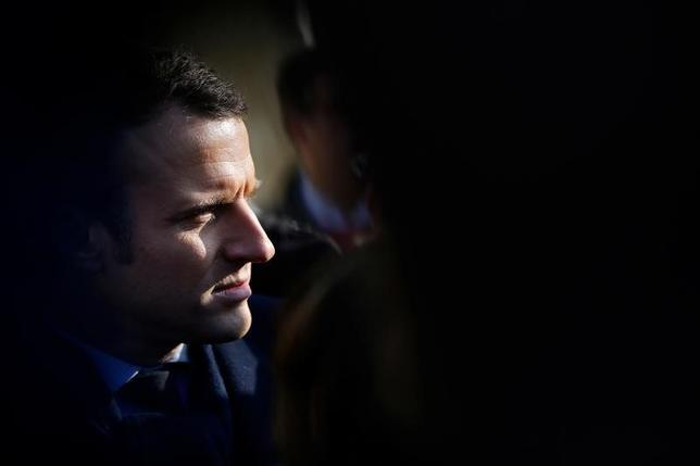 2月13日、仏大統領選候補のマクロン氏が、ロシア「偽ニュース」の標的になっていると、関係者が明かした。写真はツール近郊で10日撮影(2017年 ロイター/Stephane Mahe)