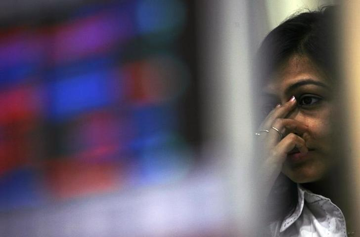 A broker reacts while trading during the presentation of budget, at a stock brokerage in Mumbai February 26, 2010. REUTERS/Arko Datta/File Photo