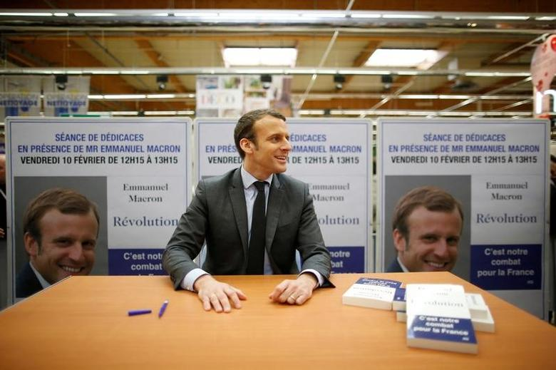 Emmanuel Macron, head of the political movement En Marche !, or Onwards !, and candidate for the 2017 presidential election, attends an autograph session for his book ''Revolution'' during a visit in Saint-Pierre-Des-Corps near Tours, France, February 10, 2017. REUTERS/Stephane Mahe