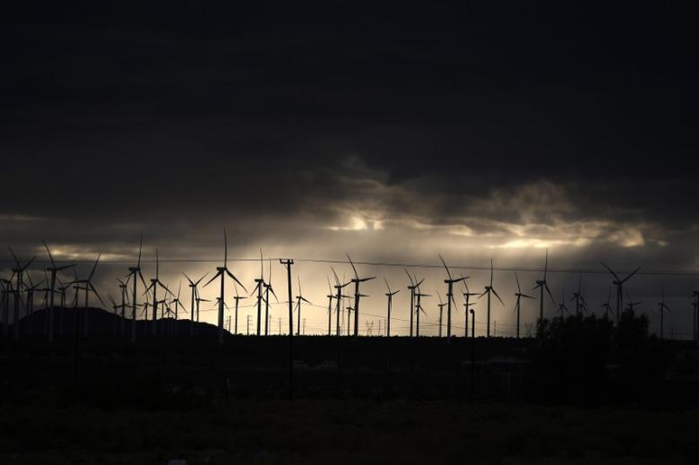 Windmills are seen in Mojave, California November 1, 2014.  REUTERS/Lucy Nicholson
