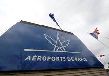 Groupe ADP a annoncé mardi une hausse de 7,2% du trafic de Paris Aéroport en janvier, porté notamment par le trafic européen hors de France. /Photo d'archives/REUTERS/Jacky Naegelen