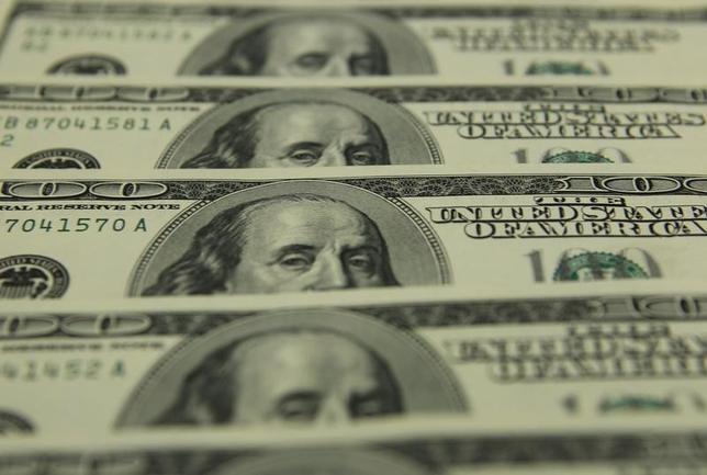 2月15日、午後3時のドル/円は、前日ニューヨーク市場午後5時時点と比べ、ややドル高/円安の114.41/43円だった。写真はブダペストで2011年11月撮影(2017年 ロイター/Laszlo Balogh)