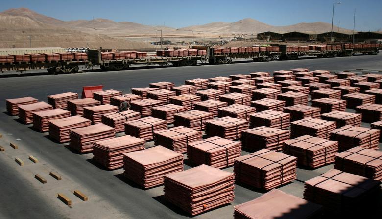 FILE PHOTO -  Sheets of copper cathode are seen at the copper cathode plant inside La Escondida, the world's biggest copper mine, near Antofagasta, Chile March 31, 2008. REUTERS/Ivan Alvarado/File Photo