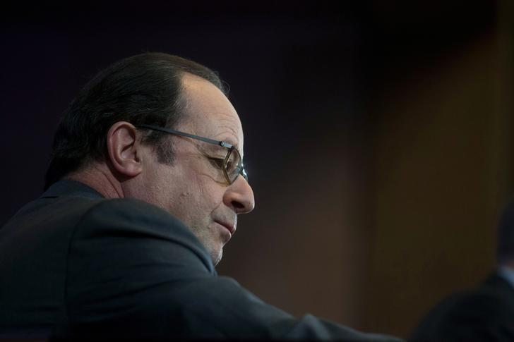 French President Francois Hollande attends a conference on poverty at the French Economic, Social and Environmental Council (CESE) in Paris, France, February 14, 2017. REUTERS/Thibault Camus/Pool