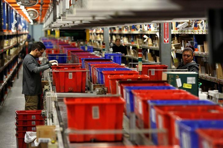 FILE PHOTO -  Employees prepare items for shipping at the Newegg warehouse on Cyber Monday in City of Industry, California, U.S. November 28, 2016.  REUTERS/Mario Anzuoni/File Photo