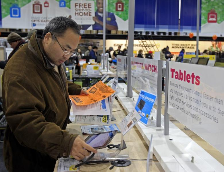 A shopper looks at tablet computers at a Best Buy Store on the shopping day dubbed ''Black Friday'' in Framingham, Massachusetts November 25, 2011.     REUTERS/Adam Hunger