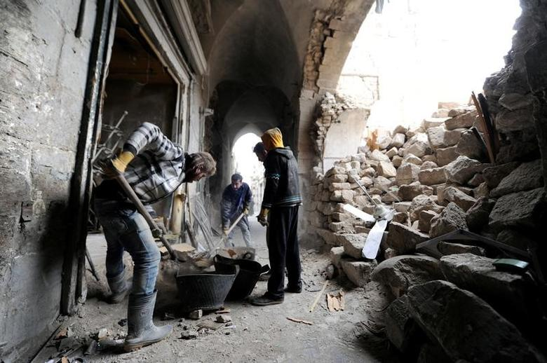 FILE PHOTO: Volunteers sorting through the rubble in Khan Gumruk in Aleppo, Syria January 31, 2017.  REUTERS/Omar Sanadiki -