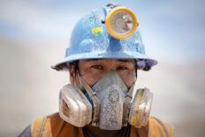 Imagen de archivo de un minero realizando una pausa en Relave, Perú, feb 20, 2014. REUTERS/ Enrique Castro-Mendivil
