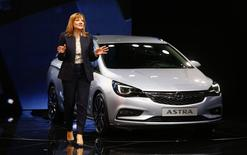 General Motors CEO Mary Barra presents the new Opel Astra during the media day at the Frankfurt Motor Show (IAA) in Frankfurt, Germany September 15, 2015. REUTERS/Kai Pfaffenbach