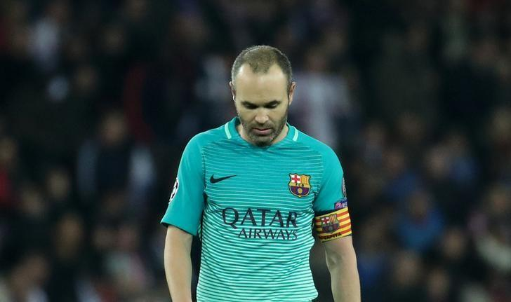 Football Soccer - Paris St Germain v Barcelona - UEFA Champions League Round of 16 First Leg - Parc Des Princes, Paris, France - 14/2/17 Barcelona's Andres Iniesta looks dejected  Reuters / Christian Hartmann Livepic/Files