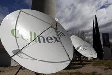 """El grupo de telecomunicaciones terrestres Cellnex cumplió con las expectativas de los analistas y anunció el viernes un aumento del 23 por ciento en su resultado bruto de explotación en 2016 mientras para este año espera crecimientos de doble dígito tanto en Ebitda como en su dividendo. En la imagen de archivo, antenas de la empresa en la principal torre de telecomunicaciones de Madrid, conocida popularmente como el """"Pirulí"""", el 10 de marzo de 2016. REUTERS/Sergio Pérez"""