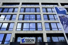 L'assureur néerlandais Aegon a annoncé vendredi un bénéfice imposable supérieur aux attentes au quatrième trimestre, à 554 millions d'euros, en hausse de 27% par rapport à la même période de 2015, grâce notamment aux réductions de coûts et à une diminution des indemnisations. /Photo d'archives/REUTERS