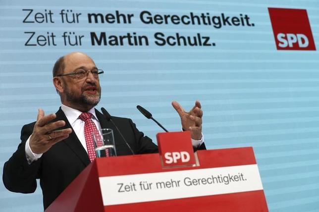 2月17日、今年9月に連邦議会選挙を控えるドイツの世論調査によると、中道左派、社会民主党(SPD)の首相候補であるシュルツ欧州議会前議長(写真)の支持率が、メルケル首相の支持率を上回った。1月撮影(2017年 ロイターFabrizio Bensch)