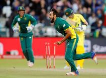 South Africa's Imran Tahir celebrates the dismissal of Australia's Steve Smith. REUTERS/Mike Hutchings