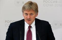ديمتري بيسكوف المتحدث باسم الكرملين يتحدث في إفادة صحفية في سوتشي يوم 19 مايو أيار 2016. تصوير: سيرجي كاربوخين - رويترز