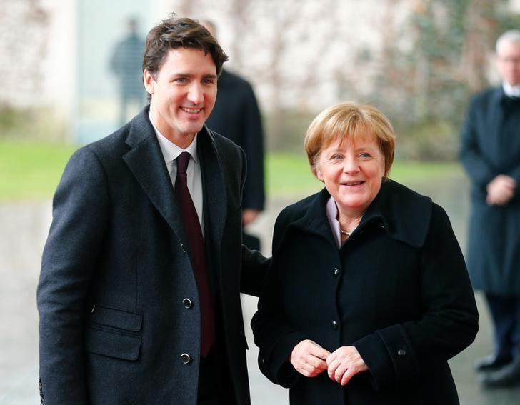 German Chancellor Angela Merkel welcomes Canada's Prime Minister Justin Trudeau at the Chancellery in Berlin, Germany, February 17, 2017.  REUTERS/Hannibal Hanschke