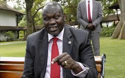 نائب رئيس جنوب السودان السابق ريك مشار في مقابلة مع رويترز في كينيا يوم 8 يوليو تموز 2015. تصوير: توماس موكويا - رويترز