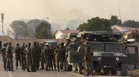 جنود تونسيون بالقرب من الحدود مع الجزائر - صورة من أرشيف رويترز.