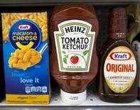 A Heinz Ketchup bottle sits between a box of Kraft macaroni and cheese and a bottle of Kraft Original Barbecue Sauce on a grocery store shelf in New York City, New York, U.S. March 25, 2015.  REUTERS/Brendan McDermid