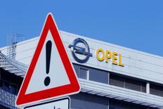 PSA Peugeot Citroën et General Motors n'ont pris aucun engagement contraignant en matière de maintien des emplois et des usines d'Opel en Allemagne, a déclaré lundi le vice-ministre allemand de l'Economie, Matthias Machnig. /Photo prise le 15 février 2017/REUTERS/Ralph Orlowski