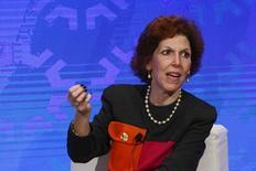 """Лоретта Местер. Глава Федерального резервного банка Кливленда Лоретта Местер в понедельник сказала, что экономика США заняла """"устойчивое положение"""", и она благосклонно отнесется к повышению ставок, если нынешние темпы роста основных показателей сохранятся. REUTERS/Lucas Jackson"""