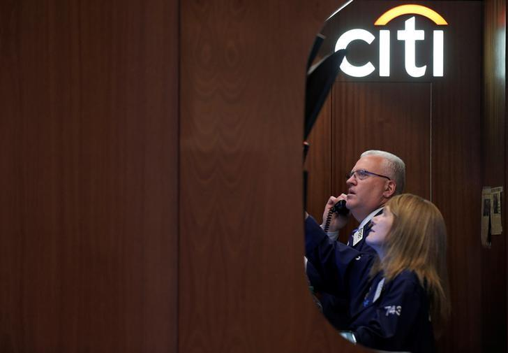 Traders work in the Citigroup booth on the floor of the New York Stock Exchange (NYSE) in New York City, U.S., May 25, 2016.  REUTERS/Brendan McDermid/File Photo