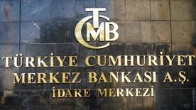Логотип ЦБ Турции на здании банка в Анкаре. Центральный банк Турции завершает разработку плана, который позволит компаниям выплатить кредиты государственному банку в рублях, сказал источник, знакомый с политикой регулятора. REUTERS/Umit Bektas