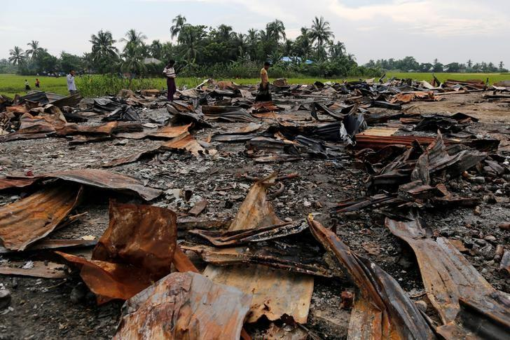 FILE PHOTO -  The ruins of a market which was set on fire are seen at a Rohingya village outside Maugndaw in Rakhine state, Myanmar October 27, 2016.    REUTERS/Soe Zeya Tun/File Photo