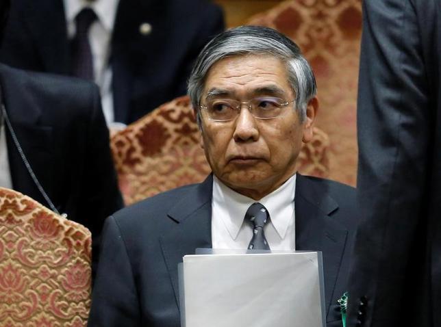 2月22日、日銀の黒田東彦総裁は午前の衆院財務金融委員会に出席し、マイナス金利を深掘りする可能性は小さいと述べ、追加緩和は現時点で不要との見解を示した。写真は昨年5月、国会議事堂内で撮影(2017年 ロイター/Toru Hanai)