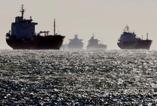 FILE PHOTO -  Oil and gas tankers sit anchored off the Fos-Lavera oil hub near Marseille, southeastern France, December 12, 2008. REUTERS/Jean-Paul Pelissier/File Photo