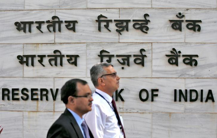 FILE PHOTO: People walk past the Reserve Bank of India (RBI) head office in Mumbai, India, November 9, 2016. REUTERS/Danish Siddiqui/File photo