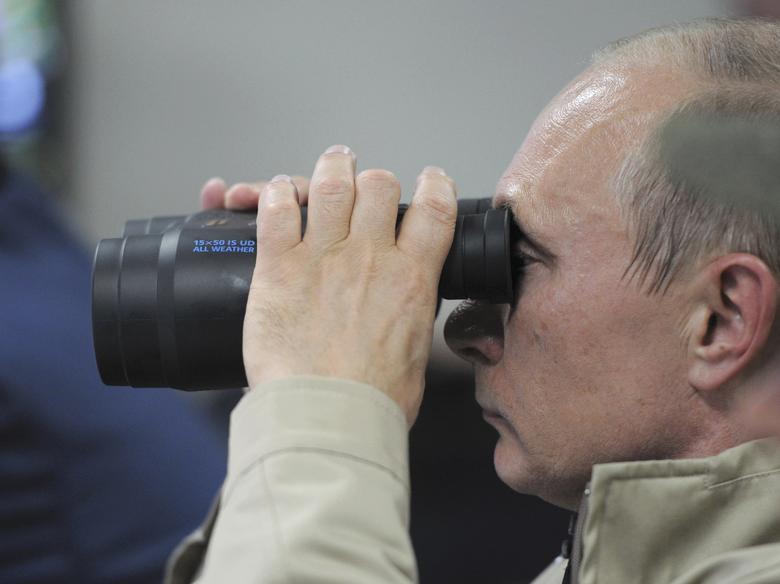 FILE PHOTO: Russian President Vladimir Putin uses a pair of binoculars to observe troops in action during a training exercise named Kavkaz 2012 in Krasnodar region, Russia, September 17, 2012. Sputnik/Alexei Druzhinin/Kremlin/File Photo via REUTERS