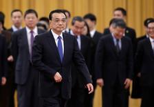 El primer ministro chino, Li Keqiang, asiste a una ceremonia de bienbenida en Pekín, China. 21 febrero 2017. China abrirá más sectores a la inversión privada, según un comunicado publicado el jueves en la página web del consejo estatal o gabinete tras una reunión liderada por el primer ministro Li Keqiang. REUTERS/Jason Lee
