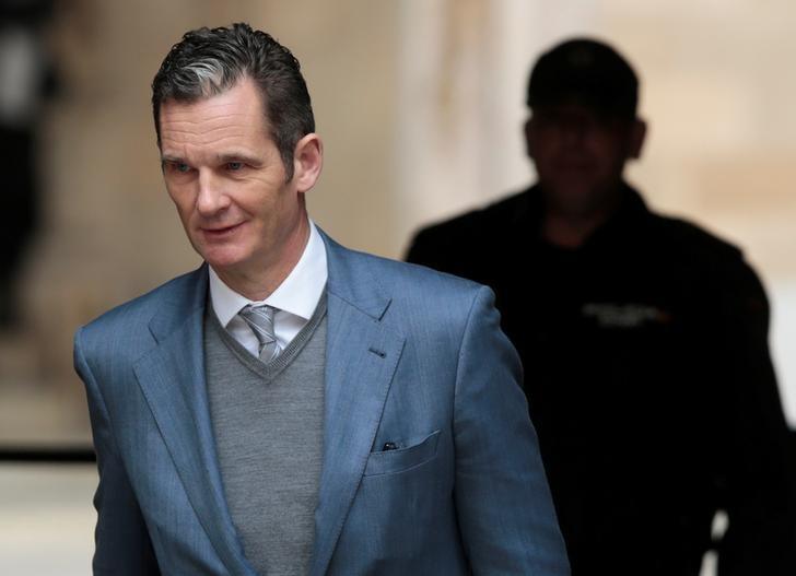 Inaki Urdangarin, husband of Spain's Princess Cristina, leaves court after a hearing in Palma de Mallorca, Spain February 23, 2017. REUTERS/Enrique Calvo