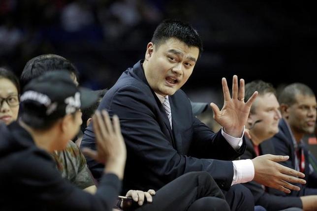 2月23日、米プロバスケットボール協会(NBA)のロケッツで活躍した姚明(36)が、中国バスケットボール協会の会長に選出された。2016年10月撮影(2017年 ロイター/Aly Song)