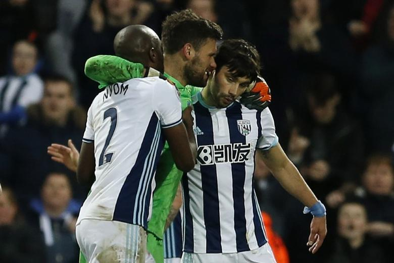 Britain Football Soccer - West Bromwich Albion v AFC Bournemouth - Premier League - The Hawthorns - 25/2/17 West Bromwich Albion's Ben Foster with team mates after the match  Action Images via Reuters / Andrew Boyers Livepic