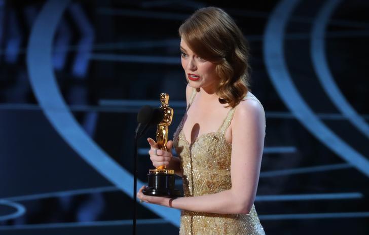 女星艾玛·斯通赢得奥斯卡最佳女主角奖。REUTERS/Lucy Nicholson