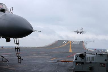 アングル:中国が海軍増強を加速、予測不能なトランプ氏に対抗