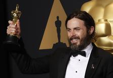 """89th Academy Awards - Oscars Backstage - Hollywood, California, U.S. - 26/02/17 - Casey Affleck poses with his Oscar for Best Actor for """"Manchester by the Sea"""" REUTERS/Lucas Jackson"""
