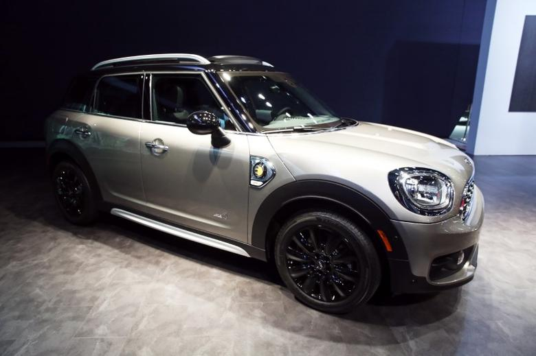 BMW AG introduces the 2017 electric Mini Countryman at the 2016 Los Angeles Auto Show in Los Angeles, California, U.S November 16, 2016.  REUTERS/Lucy Nicholson