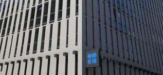 La sede de la OPEP en Viena, mayo 29, 2013. Los recortes de producción de petróleo impulsados por la OPEP cuentan con el respaldo de todos los países que participan en el pacto, a pesar de algunos problemas aislados de naciones que no pertenecen al grupo, dijo el lunes el secretario general de la OPEP, Mohammed Barkindo.REUTERS/Leonhard Foeger