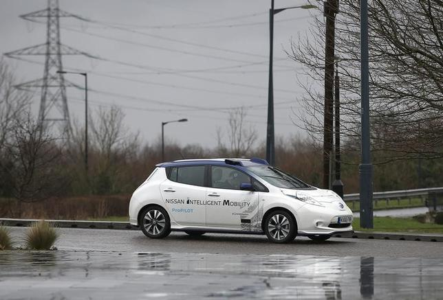 2月27日、日産自動車は、ロンドンの公道上で自動運転車の走行試験を始めた。日産が欧州で自動運転車を走らせるのはこれが初めて(2017年 ロイター/Peter Nicholls)