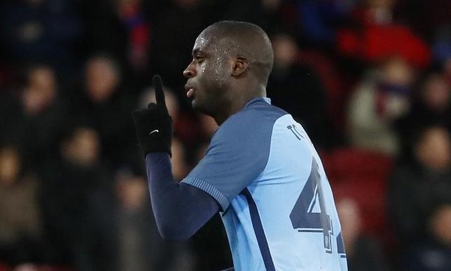 2月27日、サッカーのイングランド・プレミアリーグ、マンチェスター・シティーに所属するMFヤヤ・トゥーレは、来季の去就については未定だと述べた。ロンドンで1月撮影(2017年 ロイター)