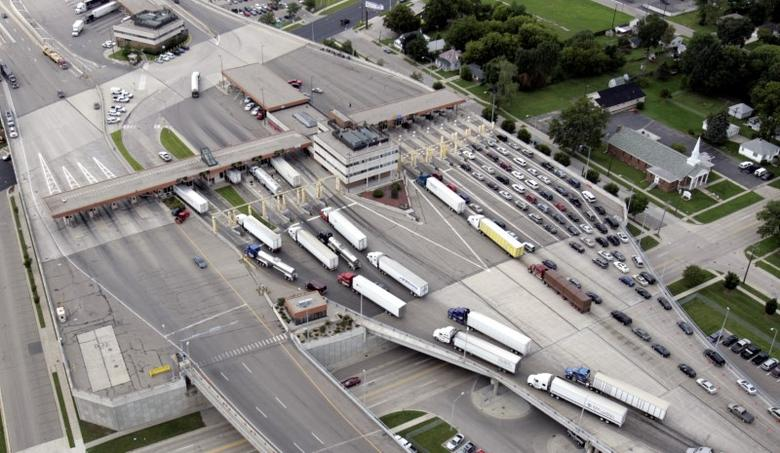 Vehicles can be seen going through customs entering the U.S. from Sarnia, Canada from the Bluewater bridge in a view from a U.S. Customs and Border Protection  Blackhawk helicopter in Port Huron, Michigan August 6, 2008.  REUTERS/Rebecca Cook/File Photo