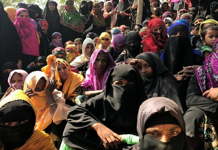 Rohingya refugee women wait to collect relief vouchers at Kutupalang Unregistered Refugee Camp in Cox's Bazar, Bangladesh, February 27, 2017. REUTERS/Stringer