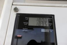 Fuel price and last sale of fuel is seen on a fuel pump during early hours in desert near the village of Sila, UAE-Saudi border,  south of Eastern province of Khobar, Saudi Arabia January 29, 2016. Picture taken January 29, 2016. REUTERS/Hamad I Mohammed