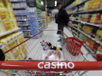 Le gouvernement français a annoncé mardi dans un communiqué avoir assigné le groupe Casino devant le tribunal de commerce de Paris pour pratiques commerciales illicites. /Photo d'archives/REUTERS/Eric Gaillard