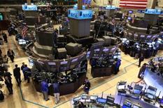 La Bourse de New York a fini en baisse mardi, alourdie par les secteurs financier et de la distribution, à l'approche du discours de Donald Trump. L'indice Dow Jones a cédé 25,20 points, soit 0,12%, à 20.812,24. /Photo d'archives/REUTERS/Brendan McDermid