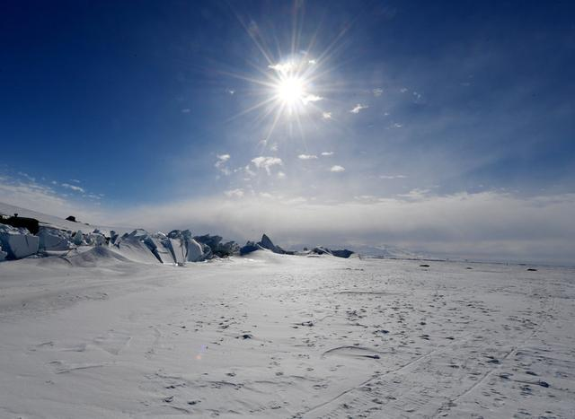 FILE PHOTO: A frozen section of the Ross Sea at the Scott Base in Antarctica on November 12, 2016.   REUTERS/Mark Ralston/Pool/File Photo